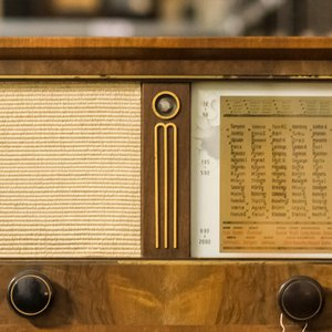 Who constructed the first radio receiver?