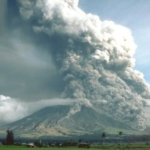 Which continent has the least active volcanoes?