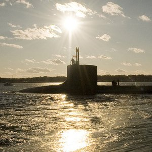 What is the main reason to use nuclear reactor on a submarine?