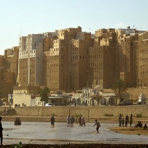 Shibam, the 16th-century city in Yemen, consisted entirely of over 500 high-rise tower houses. Why were the houses built that way?