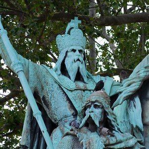 In which city did Charlemagne, King of the Franks, reside?