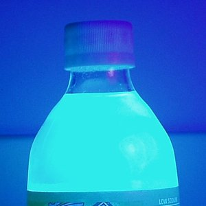 Which beverage is is fluorescent in UV light?