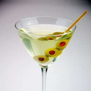 How is martini made?