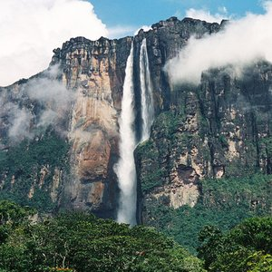 How tall is Angel Falls, the world's tallest uninterrupted waterfall?