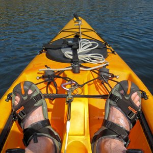 How many paddles does a paddler use in a kayak?