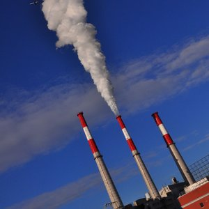 Which of the G8 countries is the smallest emitter of carbon dioxide?