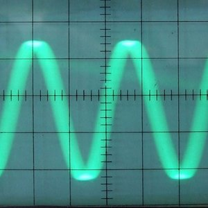 Which device converts an acoustic wave into an electrical signal?