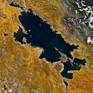 Which large lake is visible at this satellite image?