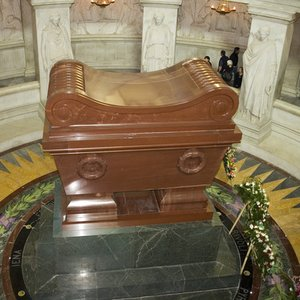 In how many coffins was Napoléon Bonaparte buried?