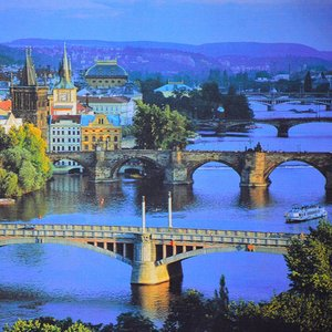 Which river flows through Prague?