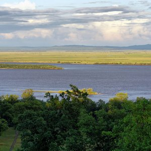 Which river forms the border between Russia and China?