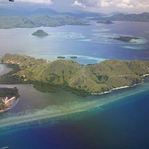 To which country does the island of Komodo belong?