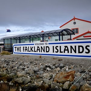 In what ocean are the Falkland Islands?