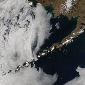 In what ocean are the Aleutian Islands?