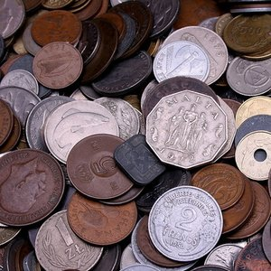 Which currency was the first to be converted to decimal system?