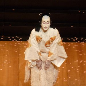 By whom is the traditional Japanese theatre called Kabuki played?