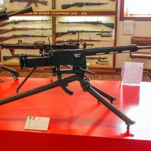 Which of the Italian companies produced machine guns?