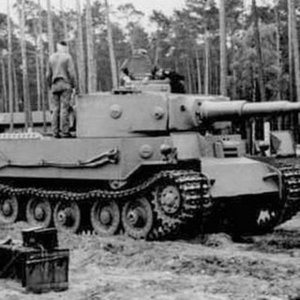 Why VK4501P (Porsche) lost the heavy tank manufuctere contract to VK4501H (Henschel) ?