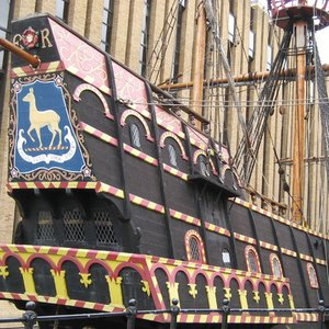 "Who commanded the galleon ""Golden Hind"" during the expedition around the world?"