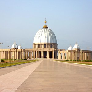 In which city is the largest basilica in the world?